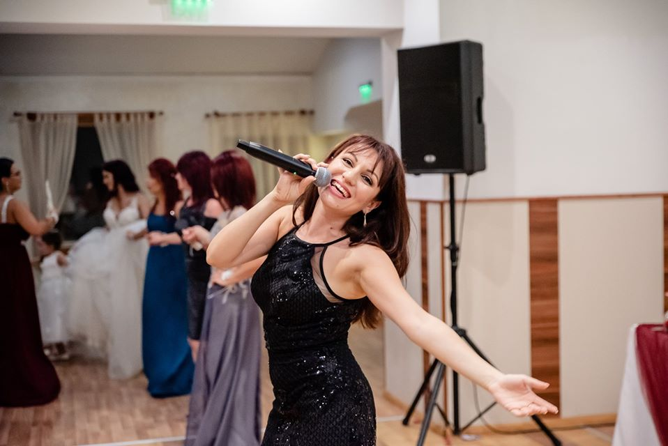 Яница Кънева - певица - Пертито